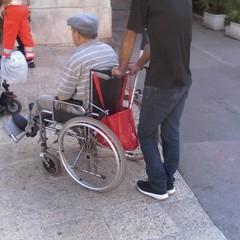 anziani, disabli, sedia a rotelle