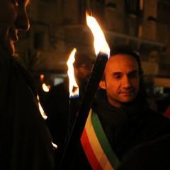 Fiaccolata contro la violenza solidariet al sindaco JPG