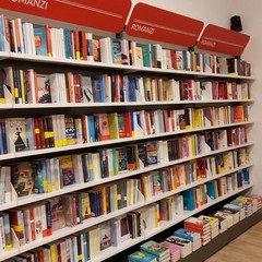 Mondadori Bookstore