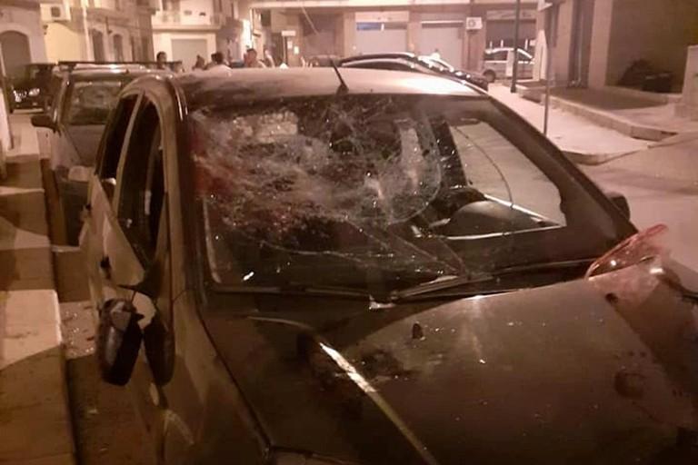 Una delle auto danneggiate dal 41enne