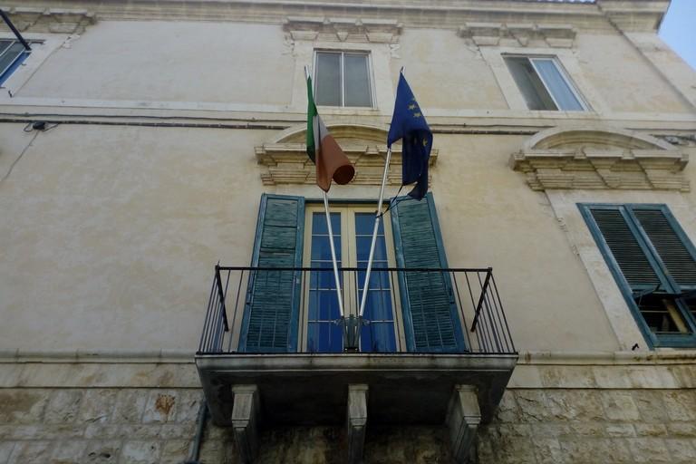 Biblioteca bandiere. <span>Foto Cosma Cacciapaglia</span>