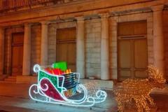 «Quella slitta senza doni». Volpe contesta la scelta di spendere danaro per le luminarie natalizie