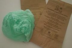 I nuovi sacchetti per l'umido si rompono facilmente, si tornerà alla vecchia fornitura