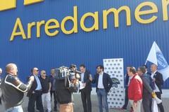 """Ikea regala 500 euro per coppie omosessuali. Gemmato: """"Discriminazione al contrario"""""""