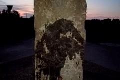 Parco della Padula: imbrattata la grande pietra a forma di menhir