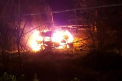 In fiamme un'auto, interviene la Metronotte