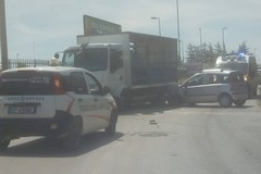 Incidente sulla Terlizzi-Mariotto: auto contro camion. Nel carico bombole di gas
