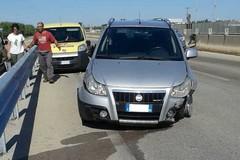 Due auto e un tre ruote coinvolti in un incidente sulla 231: un ferito