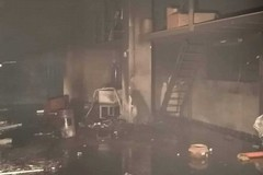 Capannone in fiamme fra Terlizzi e Mariotto, intervengono i Vigili del Fuoco