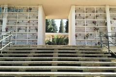 Riapertura cimitero, è botta e risposta con foto tra La Corrente ed il Sindaco