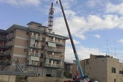 Iniziata l'opera di smantellamento dell' antenna-ripetitore di Via Piscina Nuova