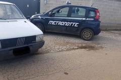 In campagna su una Fiat Uno rubata, denunciati due stranieri