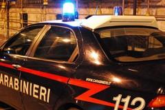 Auto rubata nascosta in campagna sotto un telo per la raccolta delle olive