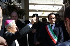 Il vescovo a Terlizzi per la commemorazione dei defunti nel cimitero