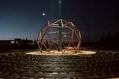 """Una """"Cupola geodetica"""" sulla rotatoria di via Mariotto"""