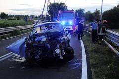 Auto sfonda il guard rail e vola dal ponte: morti un 36enne e un 45enne