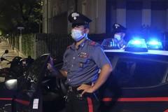 Ubriaco dà in escandescenza e si scaglia contro i Carabinieri: arrestato