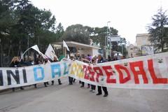 Ospedale, la protesta dei Cinque Stelle (VIDEO)