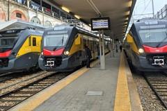 Linea Bari Nord: auto ferma sui binari a Bitonto, passeggeri bloccati sul treno per un'ora