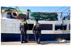 Un carico di marijuana nel peschereccio: arrestati i cinque dell'equipaggio