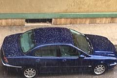Ieri grandine e pioggia. Oggi vento forte e temperature in calo