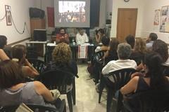 Notte bianca della scuola, gli insegnanti proseguono la protesta