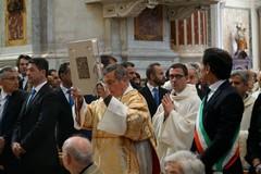 In corso la Santa Messa del Vescovo in Cattedrale. LE FOTO.