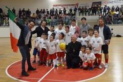 I sorrisi degli sportivi terlizzesi per Mons. Cornacchia