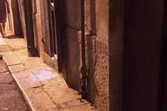Fuga di gas in via Donizetti per un tubo urtato da un'auto