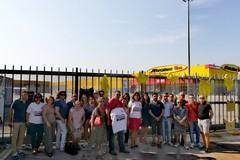 Lavoratori davanti ai cancelli della Mercatone Uno: la CGIL spiega perché