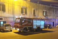 Fiamme in via Carelli, intervengono i Vigili del Fuoco