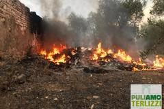Maxi incendio, Puliamo Terlizzi: «Ci lascia sgomenti il silenzio dell'Amministrazione»