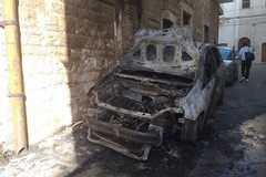 Ancora un'auto incendiata a Terlizzi: a fuoco una Grande Punto