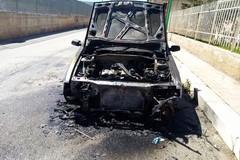 Auto in fiamme in via Rimini: intervengono i Vigili del Fuoco
