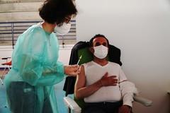 Vaccini Terlizzi: ieri somministrate altre 502 dosi. Una al Sindaco Gemmato (FOTO)