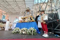 Festa Maggiore, il Solenne Pontificale in piazza Cavour è storia (FOTO)