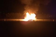 Auto prende fuoco lungo la provinciale 231, traffico rallentato