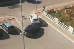 Il furto dell'auto, le urla di una mamma. E quelle di un bambino...