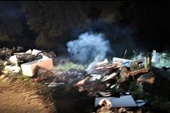 Appiccato incendio ai rifiuti accantonati da Puliamo Terlizzi dopo un intervento