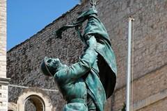 La storia e i bozzetti del monumento ai Caduti di guerra