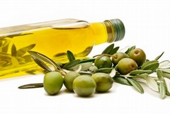 Produttori locali contro l'olio importato dalla Tunisia