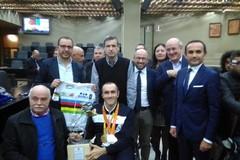 Luca Mazzone premiato in Consiglio regionale / FOTO