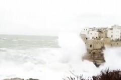 Giovane terlizzese scomparso in mare a Polignano: si è tuffato col mare grosso
