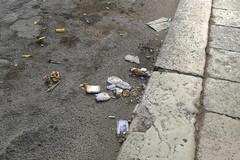 Strade sporche in centro, cittadini incivili e le responsabilità dell'Asipu