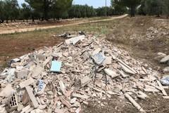 Rifiuti edili sulla via Traiana
