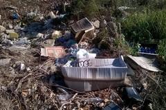 La denuncia di Puliamo Terlizzi: rifiuti in viale Gramsci