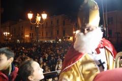 San Nicola è arrivato e a Terlizzi si è calato dalla torre