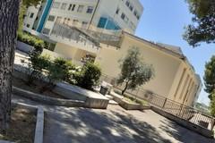 """Ospedale """"Sarcone"""", rimossi i rifiuti dai giardini esterni (FOTO)"""