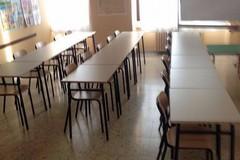 Sono arrivati banchi e sedie nuove nelle scuole di Terlizzi