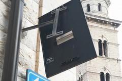 """Tabelloni pubblicitari e segnali stradali pericolanti. De Chirico: """"Rimuoveteli"""""""